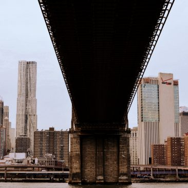 Sous le pont de Brooklyn