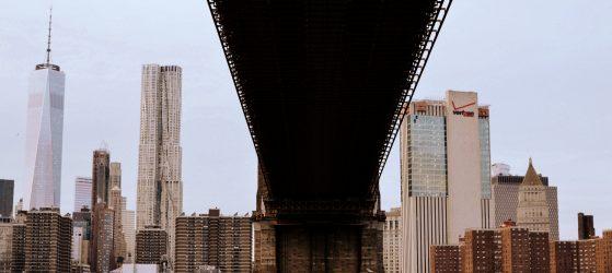 Sous le pont de Brooklyn